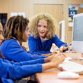 Enfocarse en la equidad para asegurar que todos los estudiantes sean 'material informático'