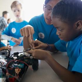Los programas de codificación y robótica son atractivos para los estudiantes de todo el mundo.