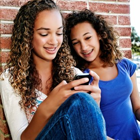 6 ways to help students manage their smartphones
