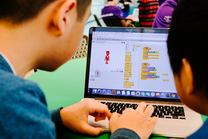 Kids programming with Scratch