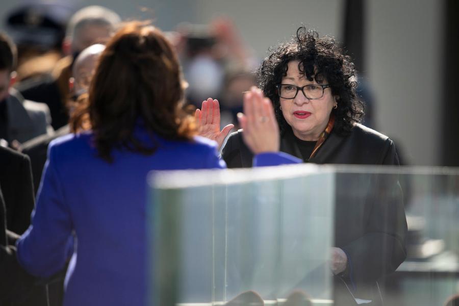 Sonia Sotomayor giving the oath to Kamala Harris